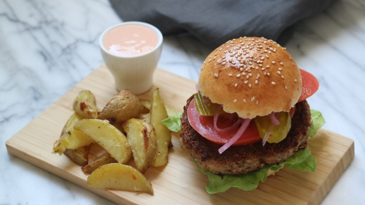 Veggie burger with potato wedges and sriracha mayo