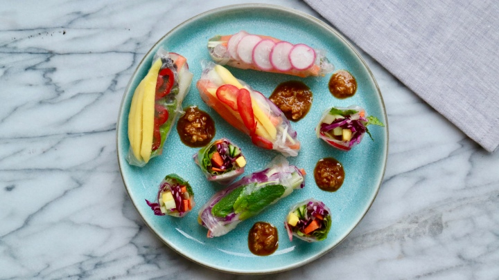 Fresh veggie spring rolls with roasted almond sauce