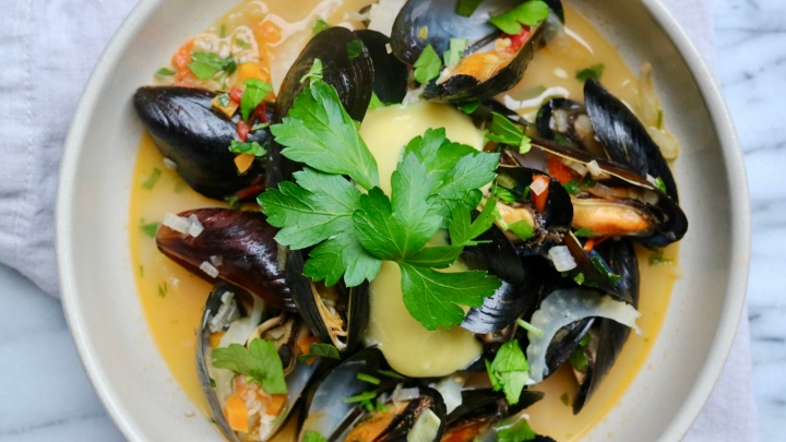 Mussels with garlic, white wine and aioli