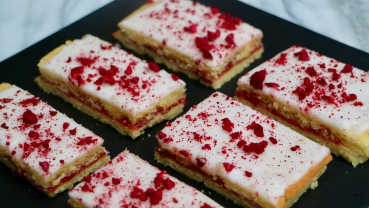 Raspberry slices (Hindbærsnitter)