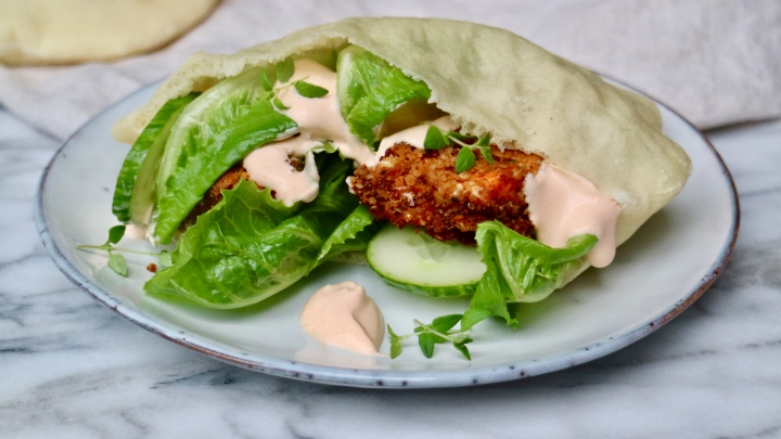 Quinoa burgers in pita bread with sriracha mayo