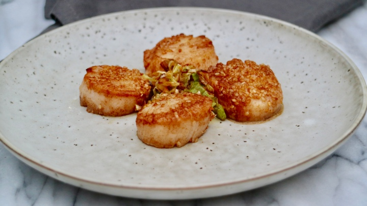 Sesame scallops with ginger and green onion