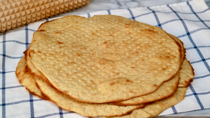 Swedish Flatbread (Hönökaka) with rye flour