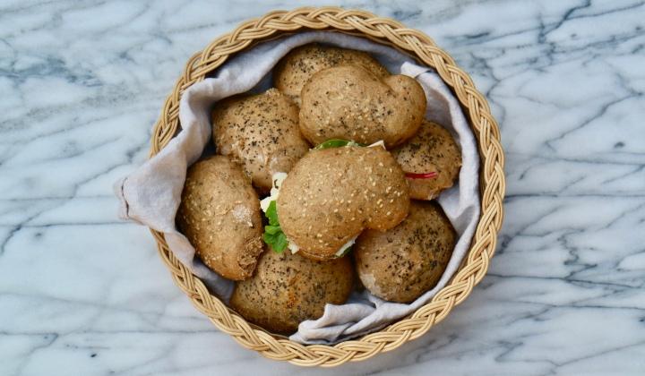 Thyme bread rolls